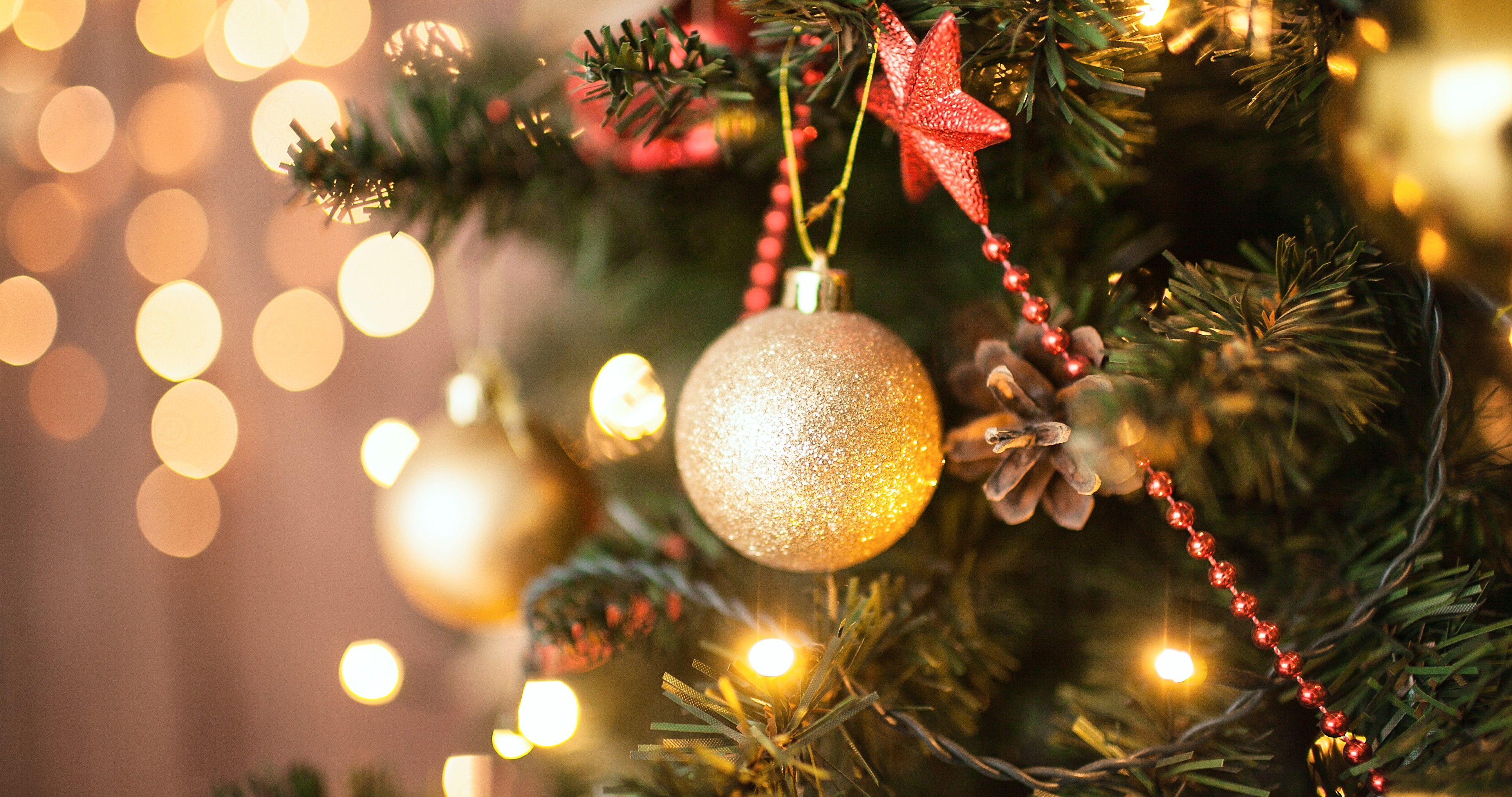 Red, green and gold are traditional Christmas colours