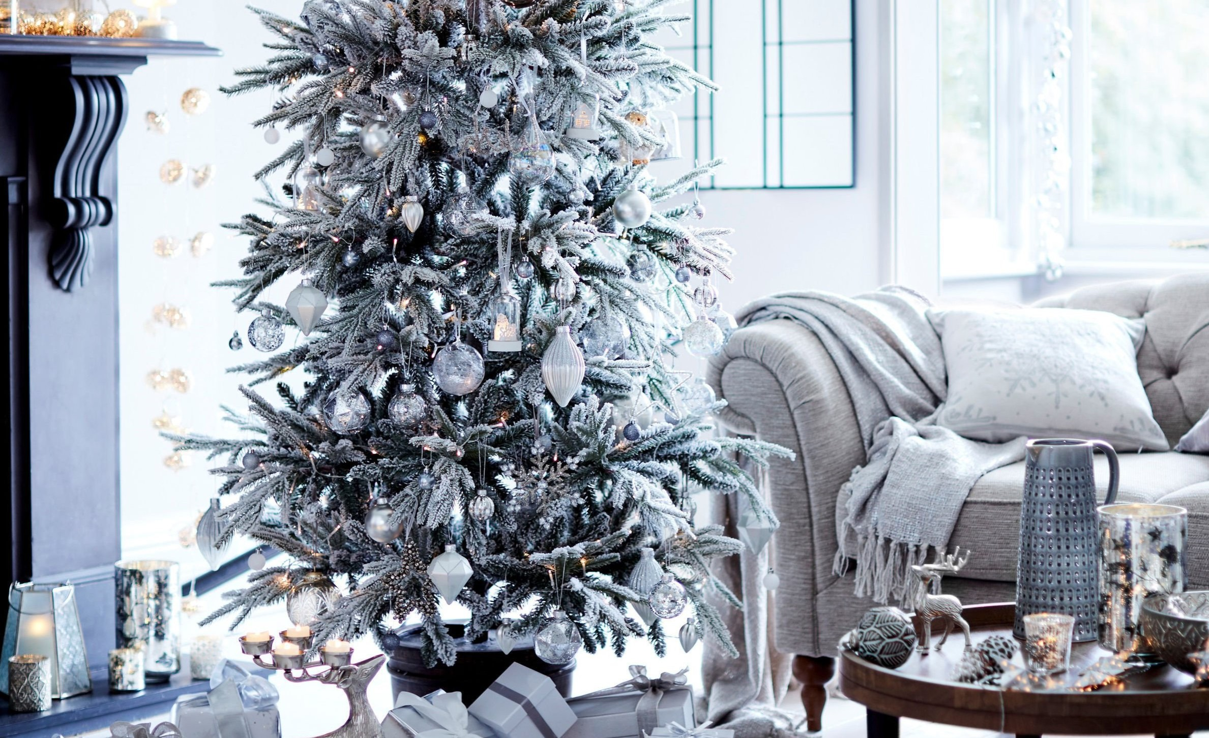 Why not take a modern twist on Christmas decorating this winter by adding neutral colours?
